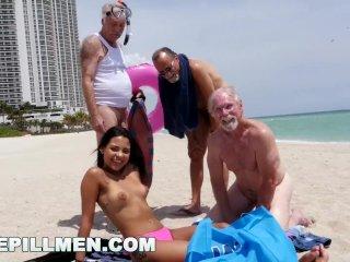 Gangbang szex a szabadban. Kismellű fekete hajú csajszit keményen megbasszák - Outdoor gangbang party