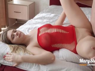 Szőke csaj szex közben nagyokat élvez és megmutatja a pasijának ki az úr a háznál. - Squirting blonde wears the breeches