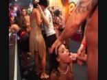 Orgia egy night klubban