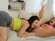 Apa szereti jól megdugni két idősebb lánya puncijá