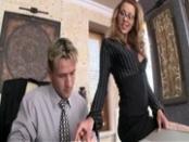 A főnök dugja a titkárnőt