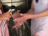 Piszkos kis leszbiknek fürödni kell