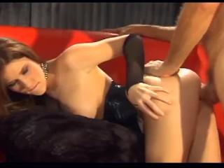 Allie Sin sokmindenre kapható. Egy ismeretlen srácot az utcától szájjal, kézzel és mellel segíti ki - Allie Sin Has The Best Tits