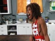 Rihanna Rimes és Misty Stone leszbik simizik egymást.