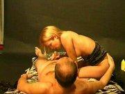 Apa nyalja, ujjazza, keféli szőke lánya szűk kis punciját. Lánya élvezettel szopja a faszt, míg apu el nem élvez. Családi erotika.