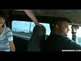 Stoppos csajszi természetben fizet a fuvarért - Well blowing young car passenger