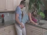 Anya és fia a konyhában kefélnek