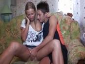 Orosz csajszit fingón keni a bakja