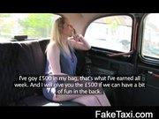 Egy kocsiban felvett videót láthatunk ahol szét ke