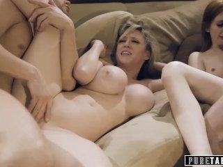 Egy öreg pár kipróbálja a szexet egy fiatal párral