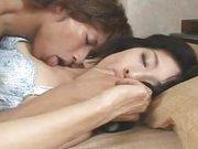 Japán anyát kefélget egy csávó izgatóan
