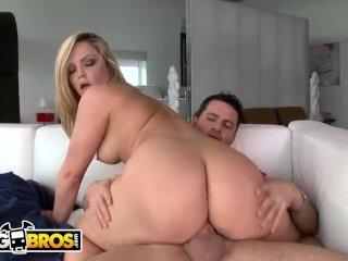 Szőke csajszi durva szex közben. A seggét is rendesen kitágítják. - Hot blonde rides him hard