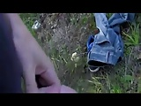 Kefélés egy fiatal szöszivel az erdőben