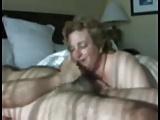 Szomszéd asszony szopja a faszt