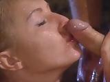 Vad kefélés az esőben. Sandra Iron nedves pornó videója. Kemény dugás egy idegennel miközben zuhog az eső. - Sandra Iron - fucking in the rain