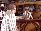 Magyar Winie a bárban