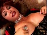 Tapasztalt vörös, nagy mellekkel,  fiatalabb sráccal élvezi a szexet - She is very horny