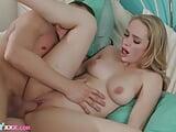 Tini lány apjával kefél