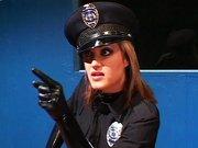 Szőke latex ruás rendőrnő testével bírja beszédre a faszit. Vad kefélés, mélytorkos szopás. - Sexy cop gets witness to talk