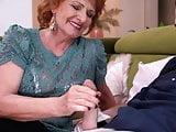 Nagymama tini unokájával a hálóban