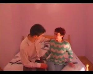 Anya fiával bújt el a hálóban