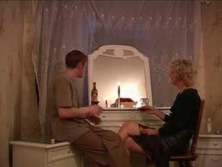 Anya és fia a hotelban kefél