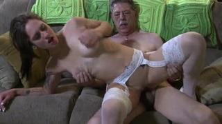 Nagypapa keféli a tini szexi unokájt