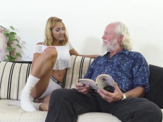 60-as pasi kefél, egy fiatal puncit