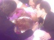 Túlfűtött sztripper menyasszony az eskövői ruhában kefélteti magát szét egy rakás pasival. - Wedding gangbang