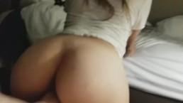 Formás 18 éves barátnő hátulról