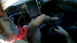 Tinder randi a Teslában, automata pilóta bekapcsol