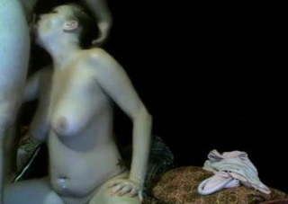 Magyar csaj szopja a faszt a webkamera előtt.