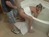 Anya-fia szex a fürdőszobában