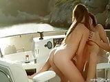Tini leszbiszex egy hajón