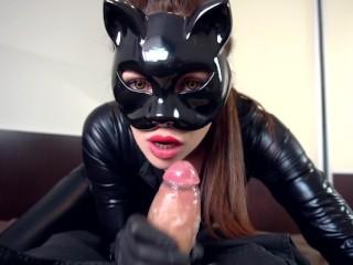 Odaadó feleség macskanőnek öltözve várja férjét ha