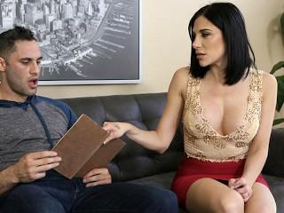 Idös szex, szemüveges szűz fiút megrontja anyuci