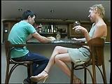 Orosz srácot csábítja el beindult anyja egy menet dugásra.