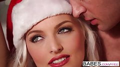 Ki ne örülne ha ilyen meglepetés várná a karácsonyfa alatt? Dugás egy szexi mikulás csajjal.