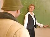 Szőke magyar tanár kúrja diákját