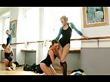 Blue Angel és Aleska Diamond egymásnak esnek, a két milf pornósztár leszbikus műsort nyom nekünk a beletteremben.