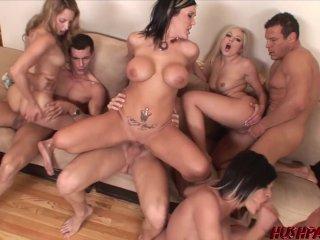 Mature csajok szeretkeznek egymással és pasikkal a partyn. Leszbi szex, punci nyalás és farok szopás is terítékre kerül. Igazi csoportos orgia. Milf women gruppensex orgy.