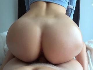 Amatőr pár videózik, közelről felvéve a sex minden izgalmas pillanatát - You will give this hot POV amateur a load