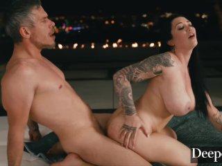 Fekete hajú nagy mellű pornósztár csaj oral sex