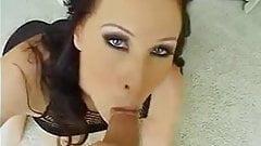 Dögös milf pornós szopja a faszt keményen
