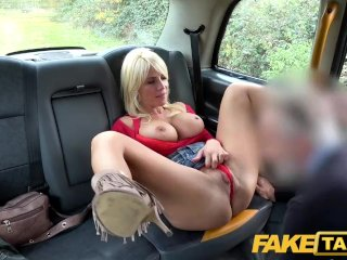 Amatőr magyar lányt tele spriccelik a taxiban