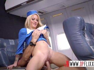 Stewardess Jenny vibrátorjátéka papival