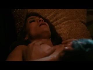 Jennifer Lopez a híres latina elődobja feszes melleit, levetkőzik és megmutatja izmos fenekét. Kicsit simogatja pináját, mindjárt faszt is kap bele. Ráélveznek az arcára és folytatják tovább.