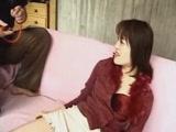 Japán csajszi popsiját felfújják levegővel, hogy a kiáramló levegőt különböző módokon használják fel.