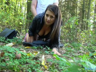 Apuci erdőbe viszi hippi lányát kúrni