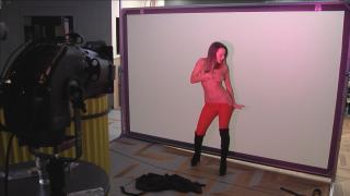 VV Gina, VV Fru és VV Amanada bemutatta az erotikus tánc tudását  a Való Világ 10 villában. Szerinted ki volt a legjobb?